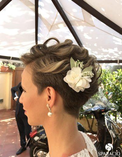 acconciatura sposa capelli corti biondo chiaro sparacio parrucchieri