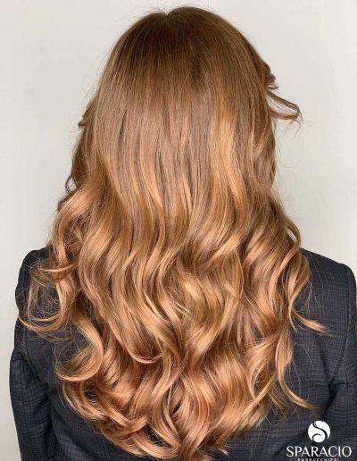 colore biondo rame onde naturali taglio lungo sparacio parrucchieri