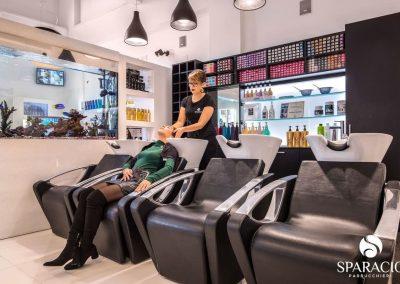 shampoo modella presso salone loreal professionnel concept saloon emotion sparacio parrucchieri