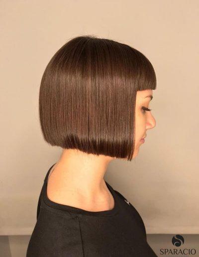 taglio capelli corto bob frangia castano