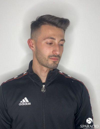 Taglio uomo biondo scuro sfumato sparacio parrucchieri